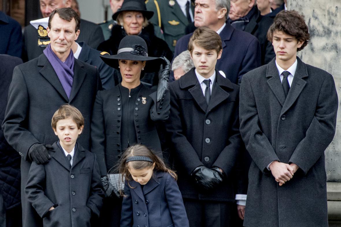 Královská rodina na pohřbu prince Henrika