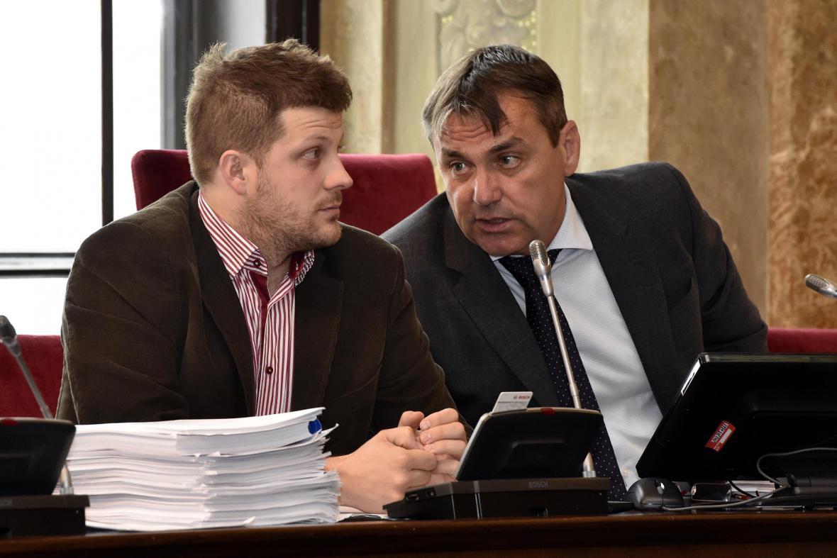 Primátor Petr Vokřál (ANO) s náměstkem pro dopravu Matějem Hollanem (Žít Brno)