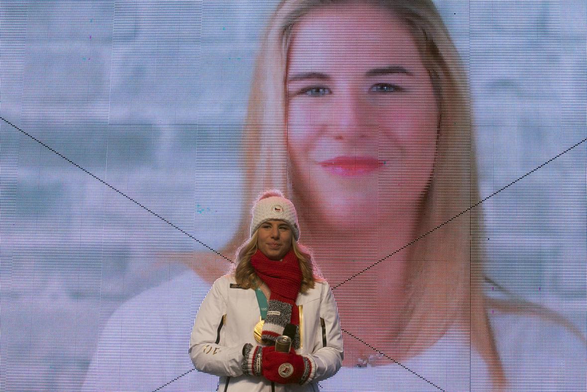Ester Ledecká podzravila fanoušky z pódia
