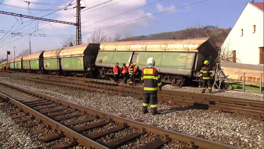 V pražském Radotíně vykolejil nákladní vlak