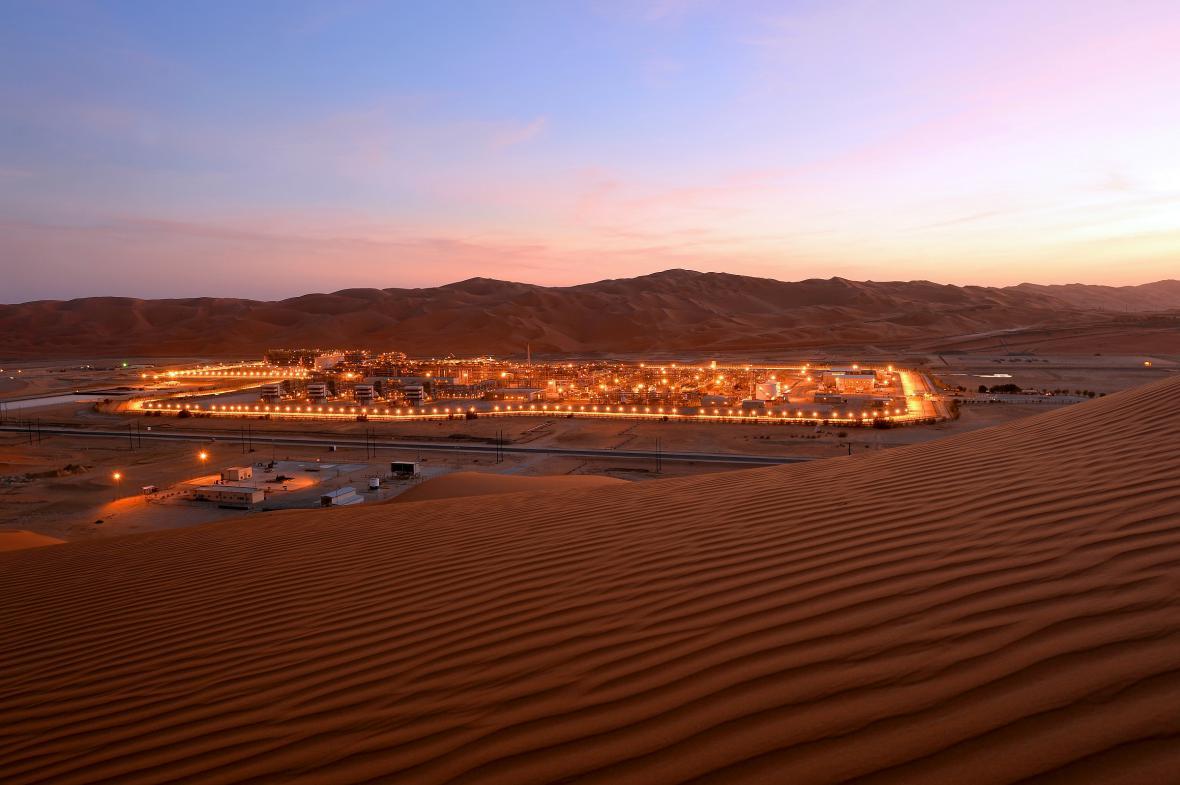 Ropné pole Shaybah v poušti Rub' al-Khali v Saúdské Arábii