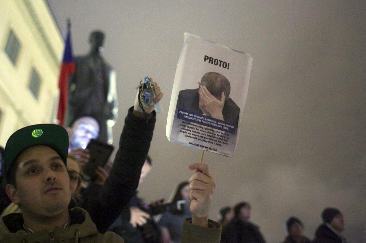 Na Václavském náměstí demonstrovalo několik tisíc lidí za svobodu slova