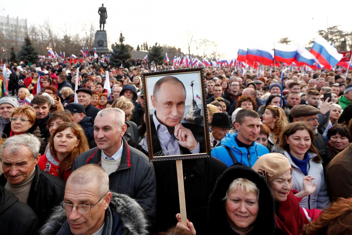 Shromáždění v Sevastopolu u příležitosti čtvrtého výročí anexe a návštěvy Putina