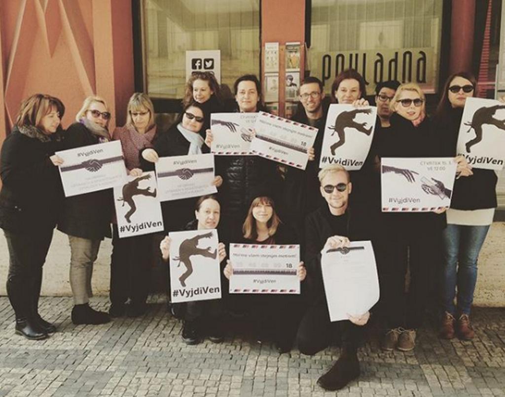 Studenty ve stávce podpořili i herci z pražského Švandova divadla