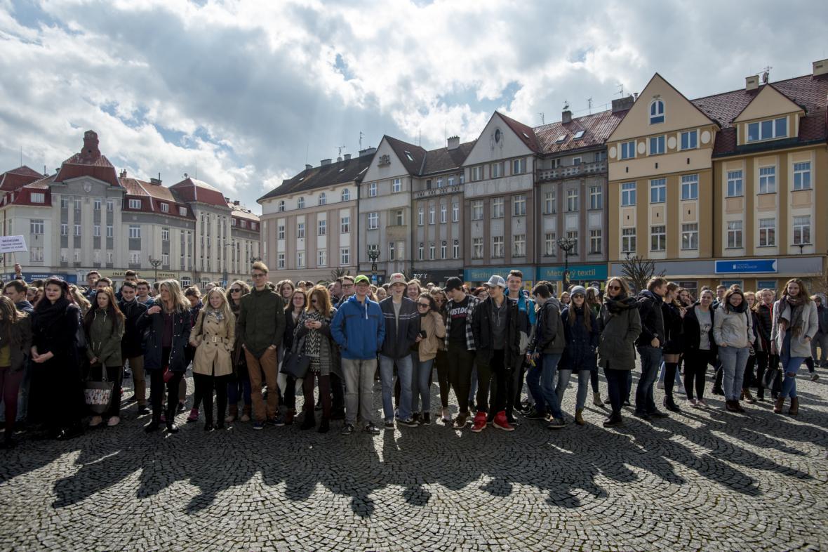 Protestního shromáždění na Masarykově náměstí v Hradci Králové