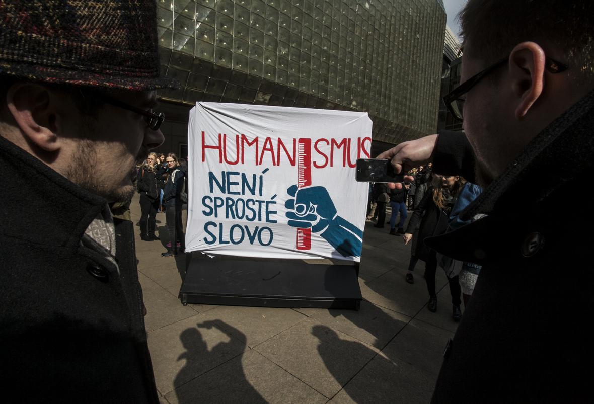 Happening na náměstí Václava Havla v Praze