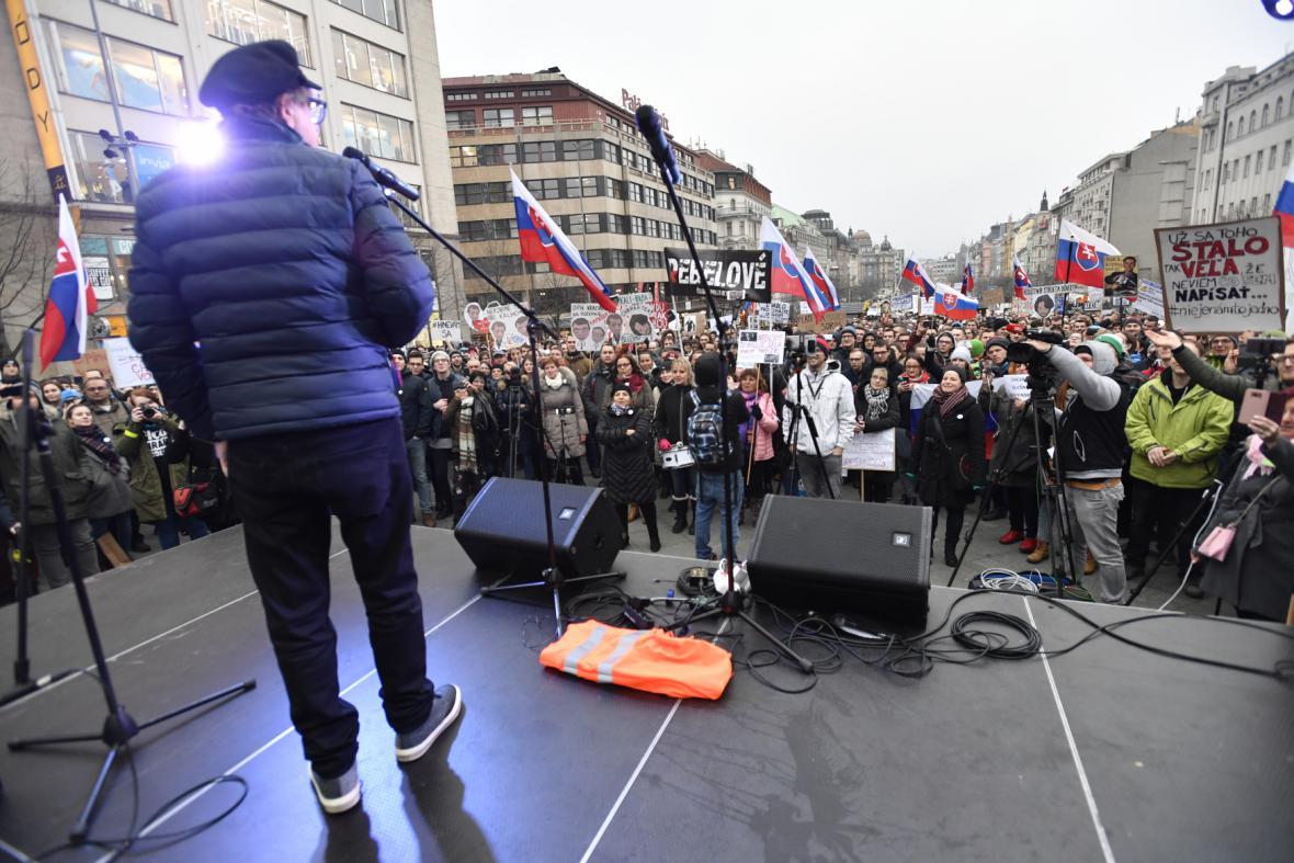 Slováci demonstrují za předčasné volby