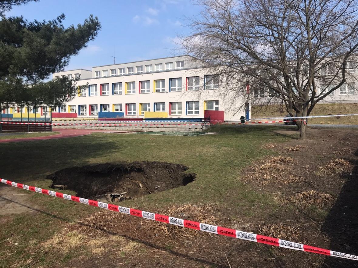 V Praze se propadl protiatomový kryt, o kterém nikdo neměl tušení