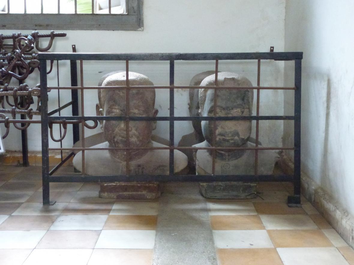 Pol Potovy busty