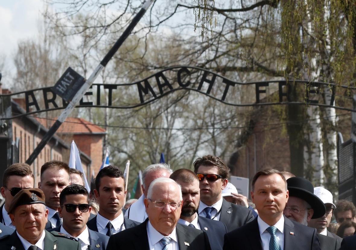 Areálem koncentračního tábor v Osvětimi prošel pochod živých