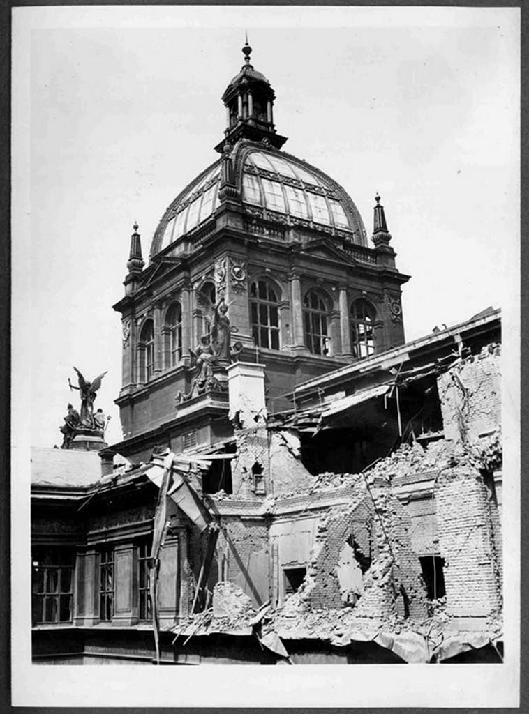 Národním muzeum po Pražském povstání
