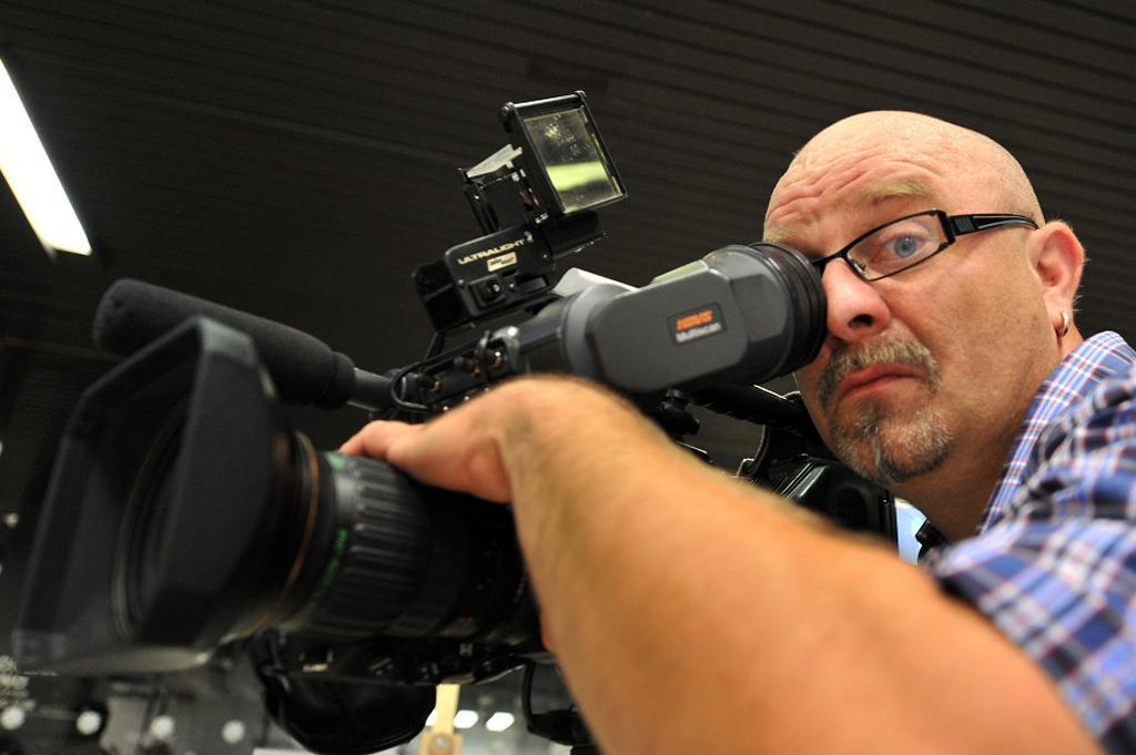 Kameraman Jiří Venclík při natáčení