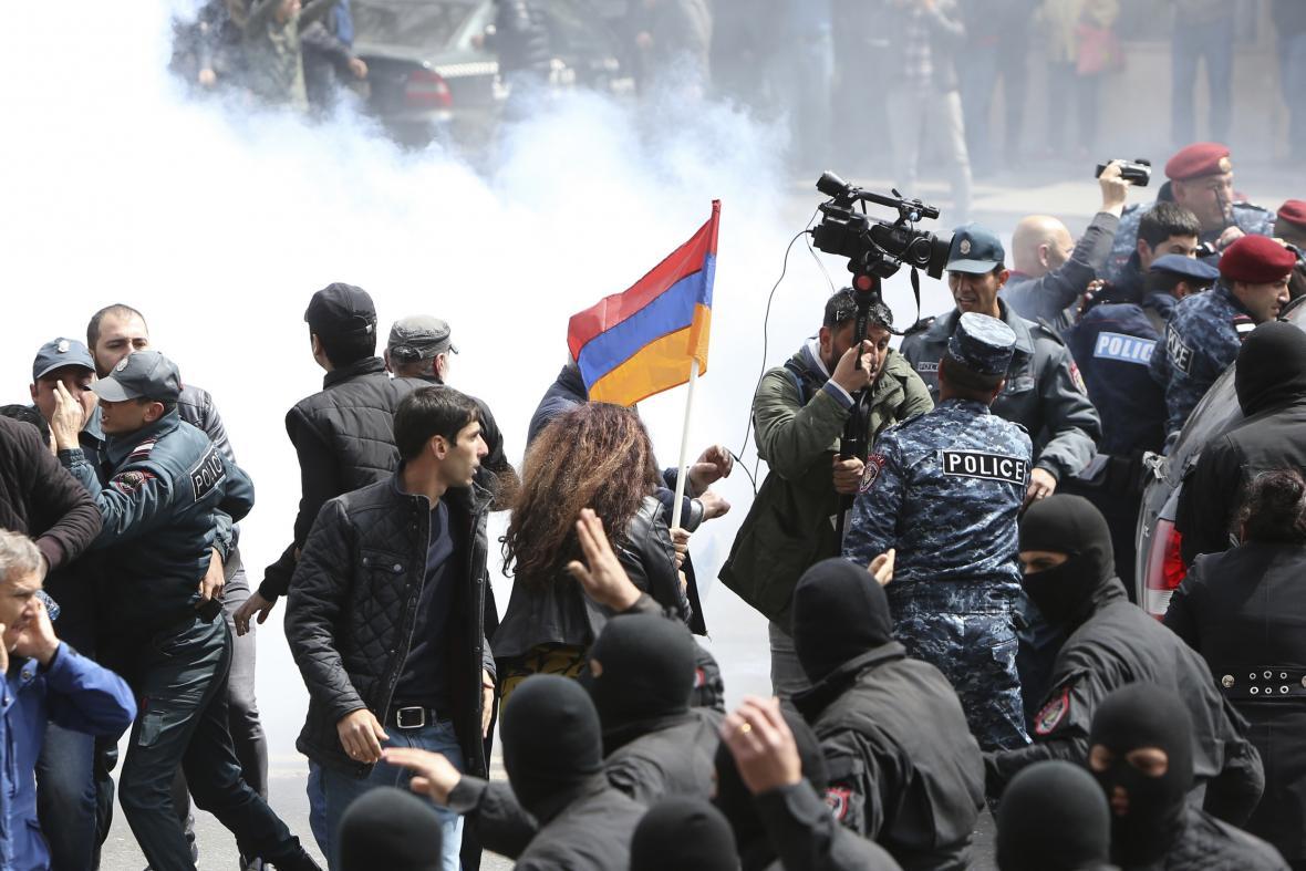Zásah proti demosntrantům v Jerevanu