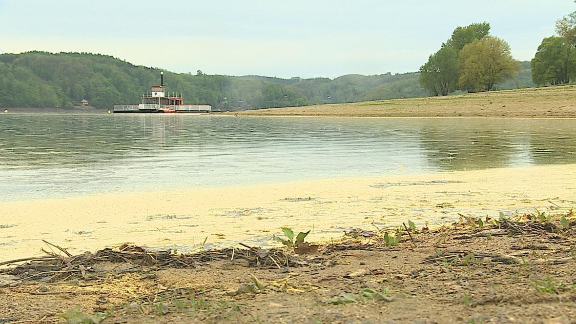 Ve Vranovské přehradě chybí čtyři metry vody
