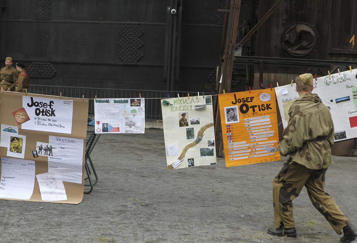 Branný závod pro žáky ZŠ v Dolní oblasti Vítkovice na počest parašutistů vysazovaných na území Protektorátu Čechy a Morava během 2. světové války
