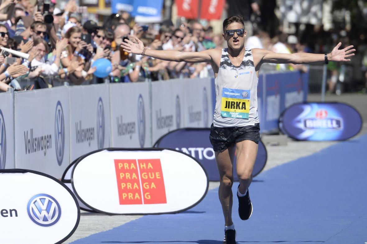 Českým šampionem se stal podruhé v kariéře Jiří Homoláč s časem 2:20:09