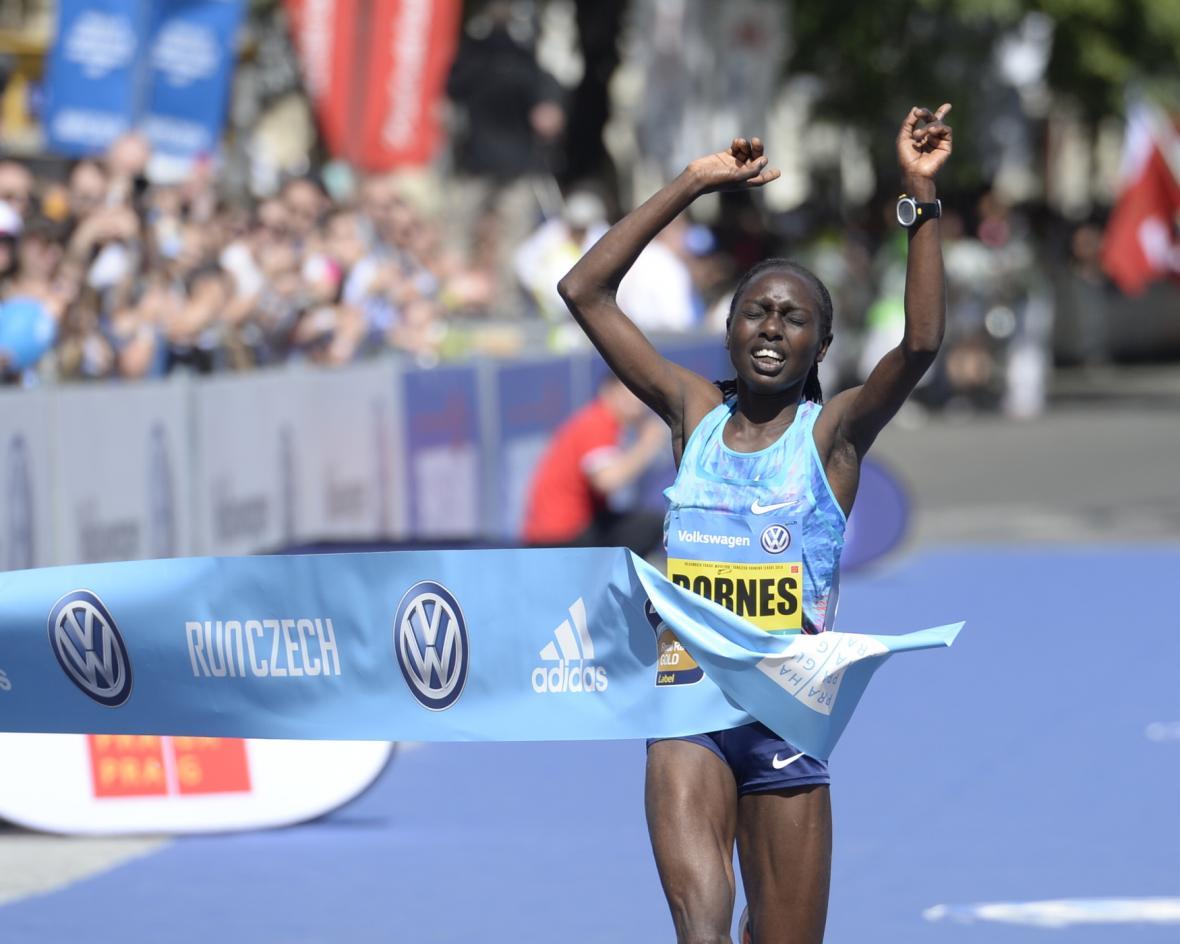Nejrychlejší maratonkyní byla Keňanka Bornes Jepkirui Kiturová