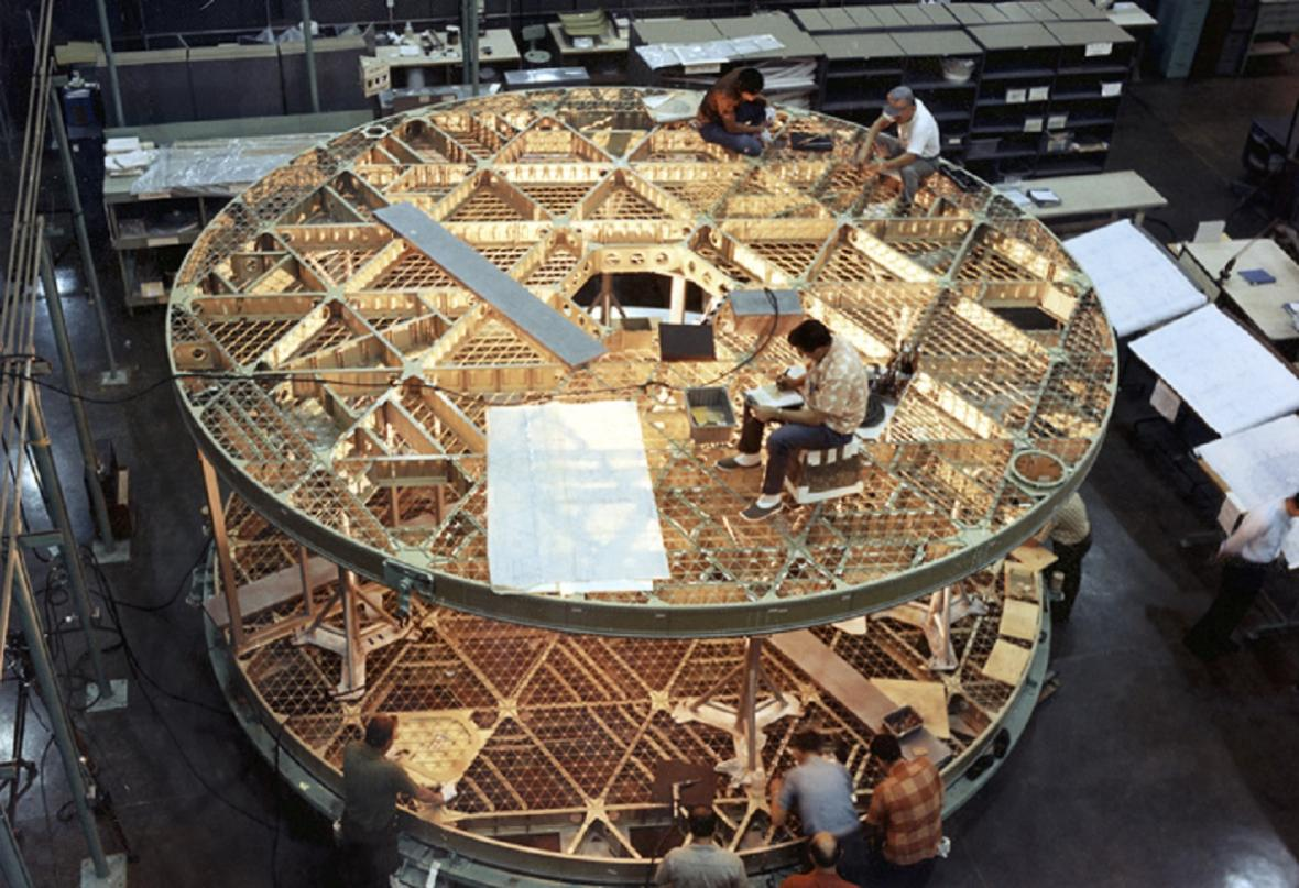 Stavba podlahy stanice Skylab