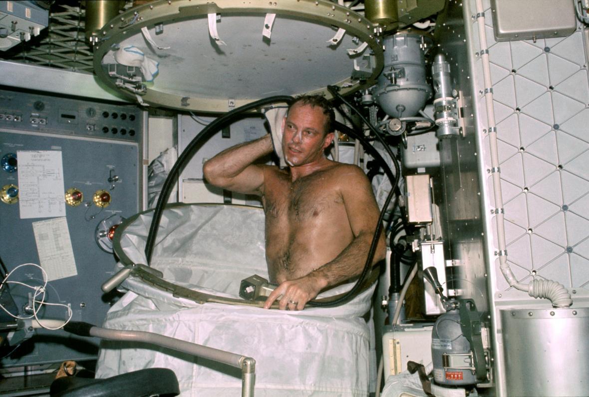 Koupel na vesmírné stanici Skylab