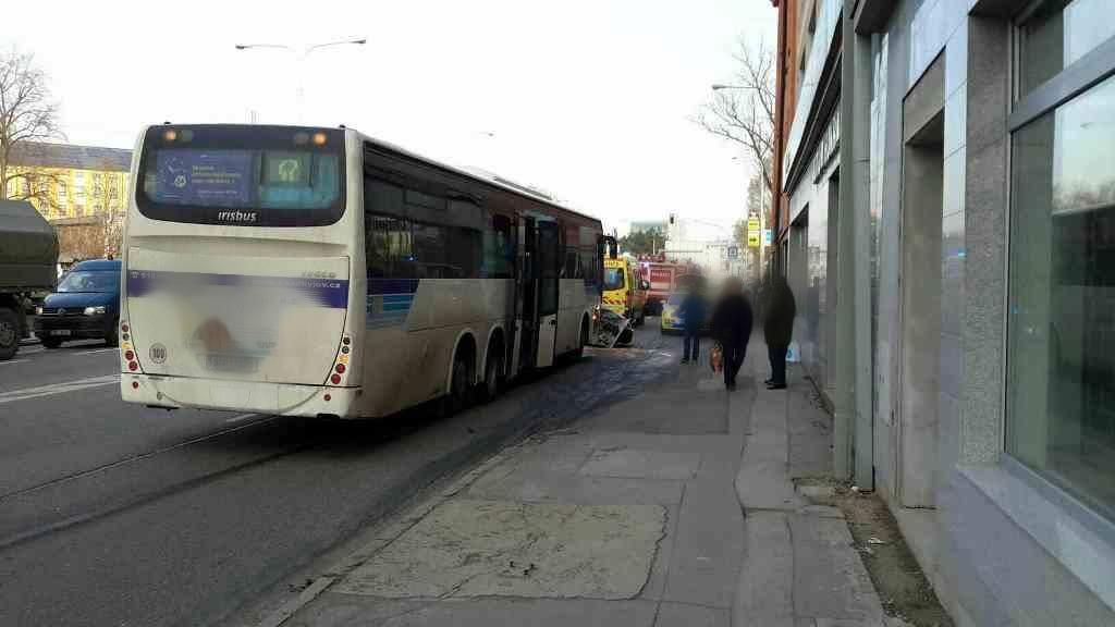 Nehoda, kterou způsobil opilý řidič autobusu