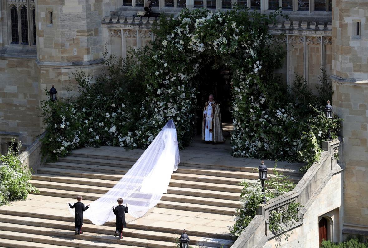 Meghan Marklová přichází ke svatebnímu obřadu