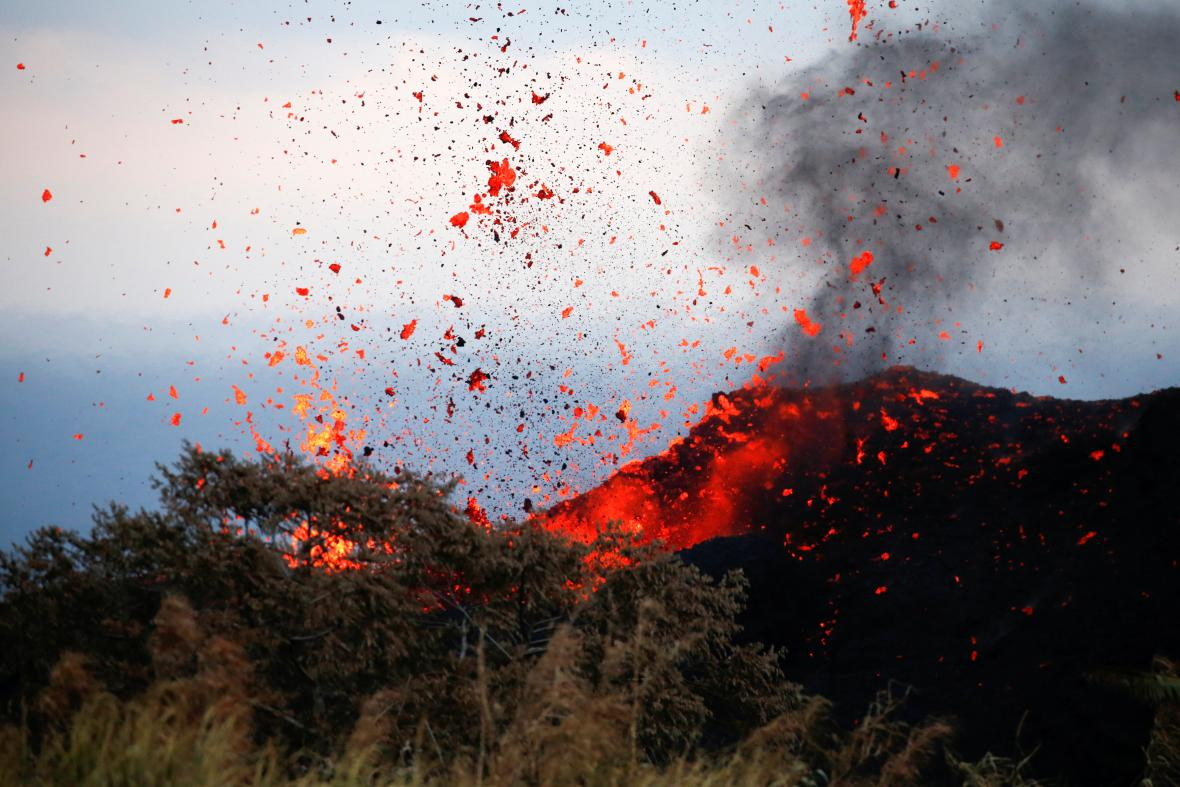Sopka Kilauea dál ohrožuje obyvatele Havaje