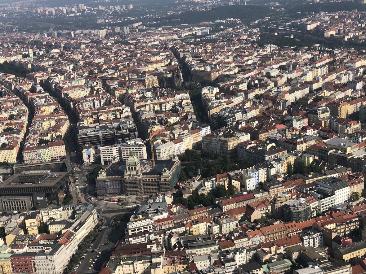 Vzducholodí nad Prahou