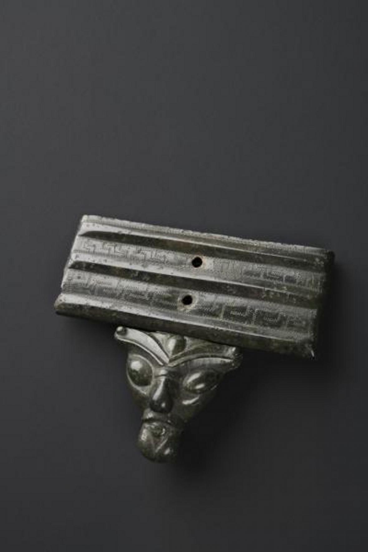 Bronzová opasková zápona ze Želkovic