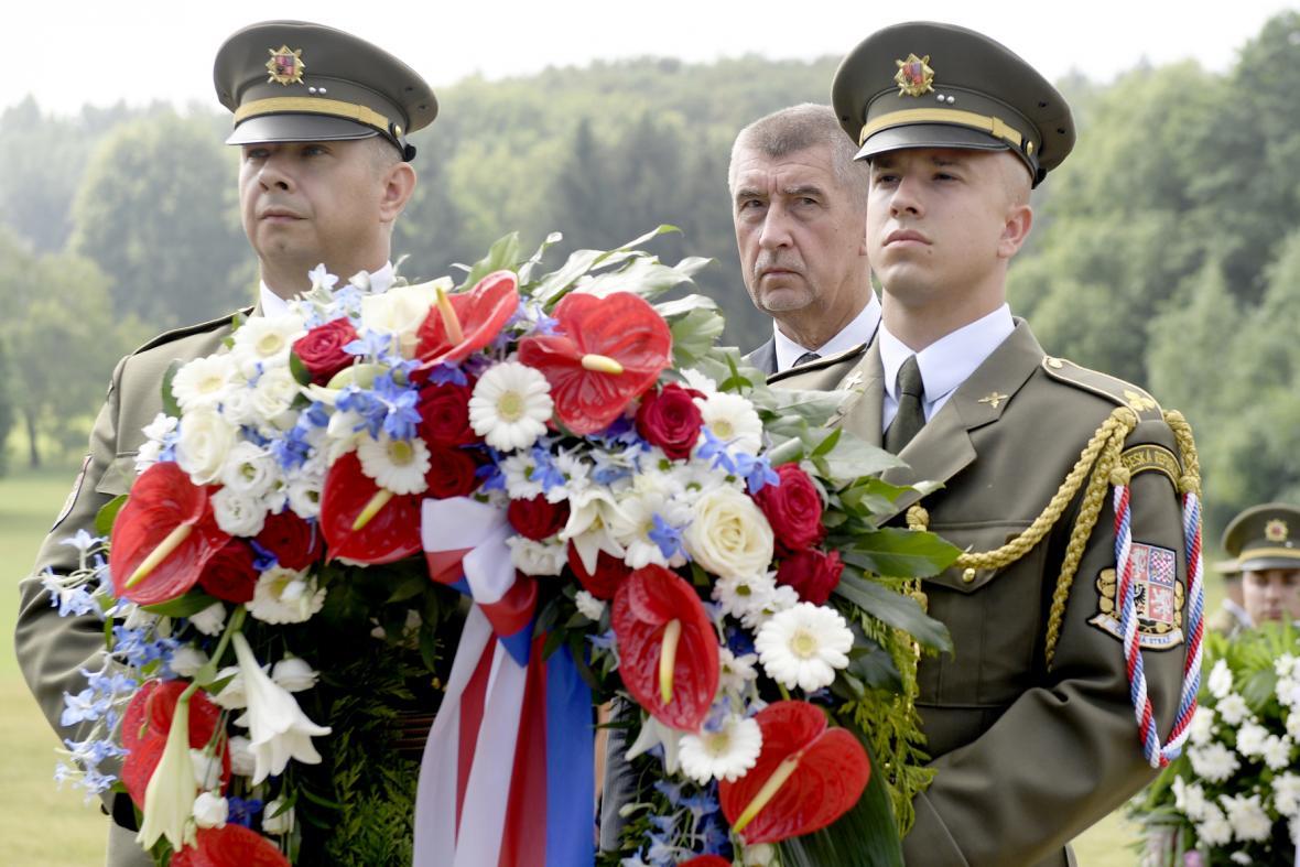Designovaný premiér Andrej Babiš položil věnec při pietním aktu k 76. výročí vyhlazení Lidic nacisty.