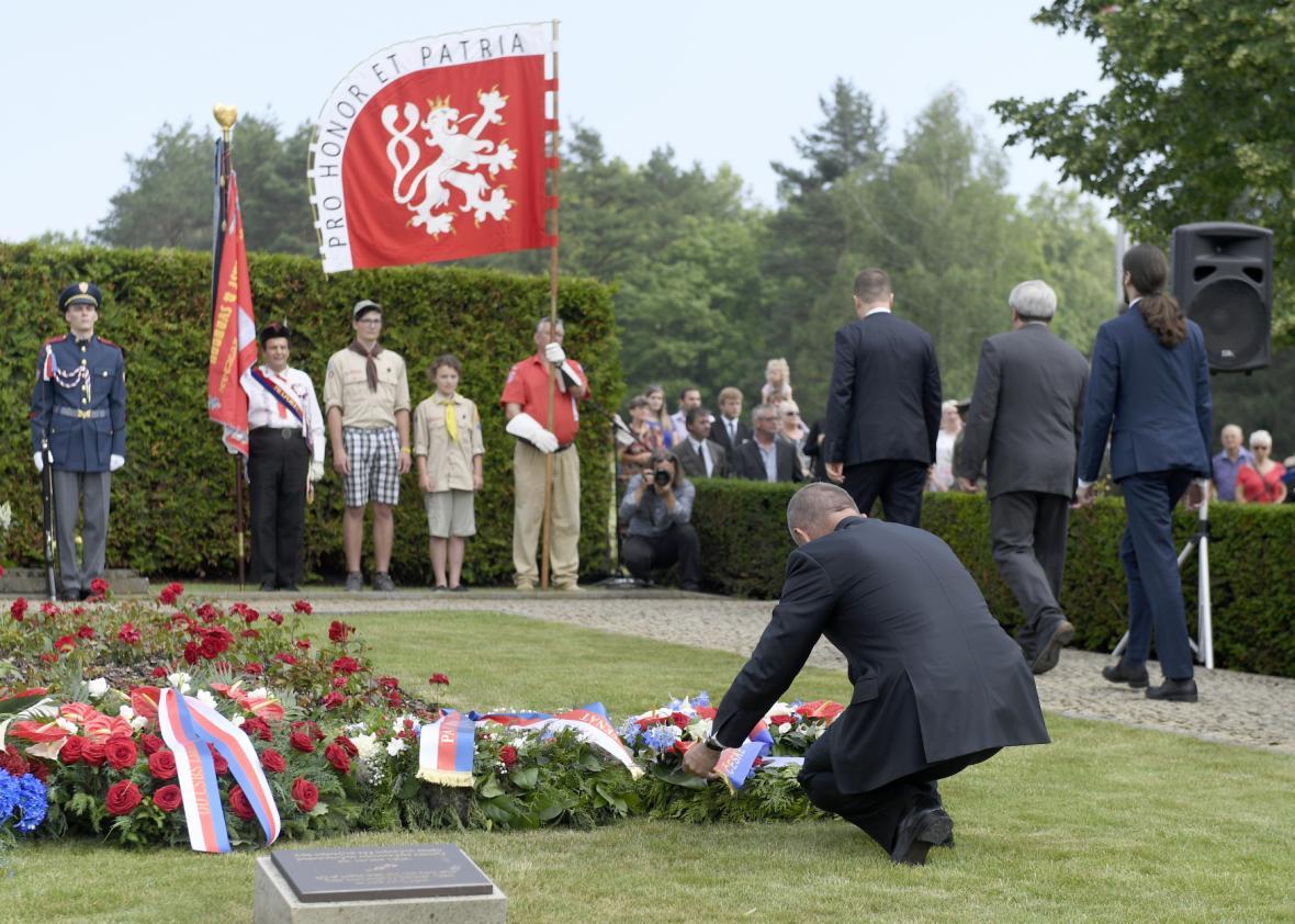 Designovaný premiér Andrej Babiš položil věnec při pietním aktu k 76. výročí vyhlazení Lidic.