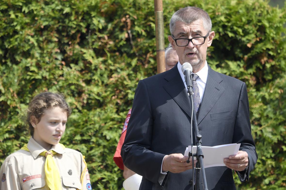 Designovaný premiér Andrej Babiš při pietním aktu k 76. výročí vyhlazení Lidic.