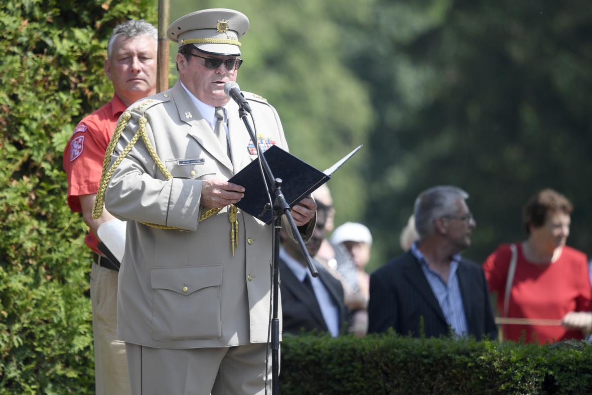 Předseda Českého svazu bojovníků za svobodu Jaroslav Vodička hovoří při pietním aktu.