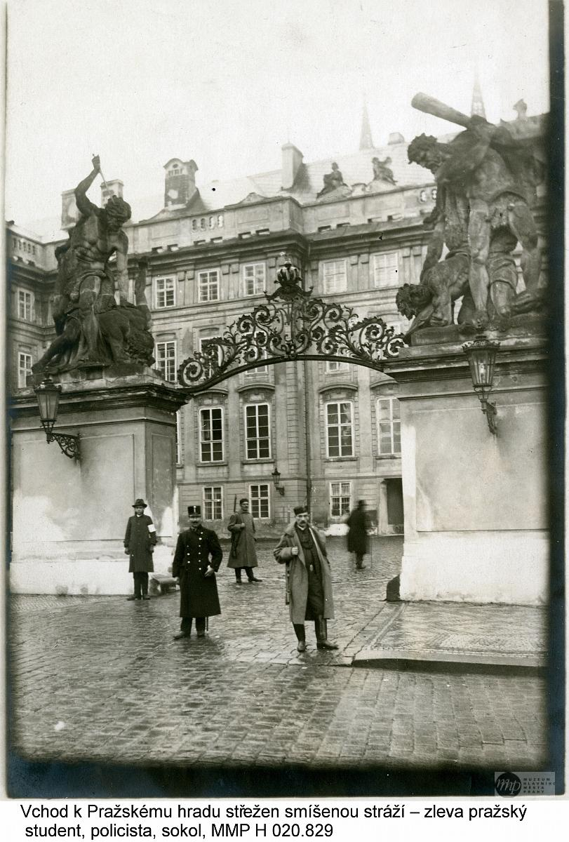 Z výstavy v Galerii hlavního města Prahy: Praha 1848 - 1928