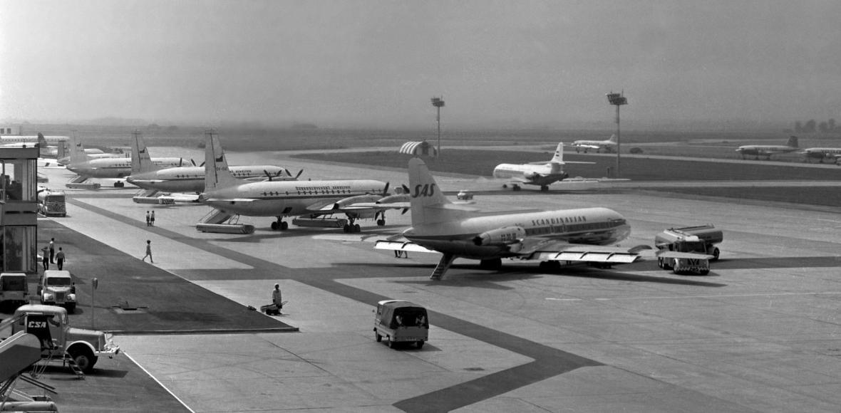 Mezi prvními přistála Caravella švýcarské letecké společnosti SAS.