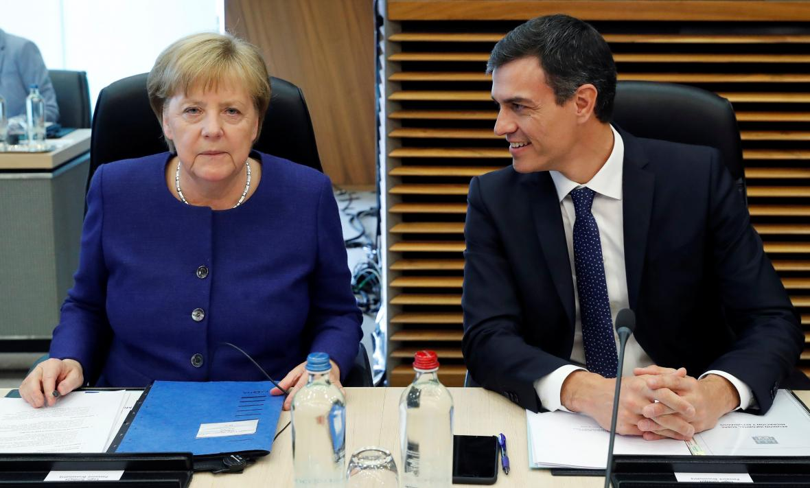 Německá kancléřka Angela Merkelová a španělský premiér Pedro Sánchez