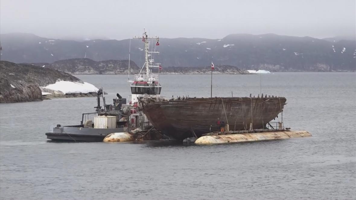 Záchrana Amundsenovy lodi Maud