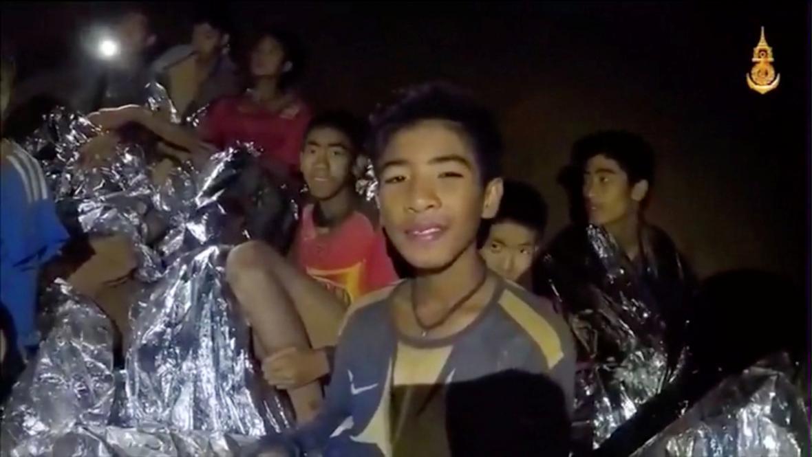 Chlapci v thajské jeskyni