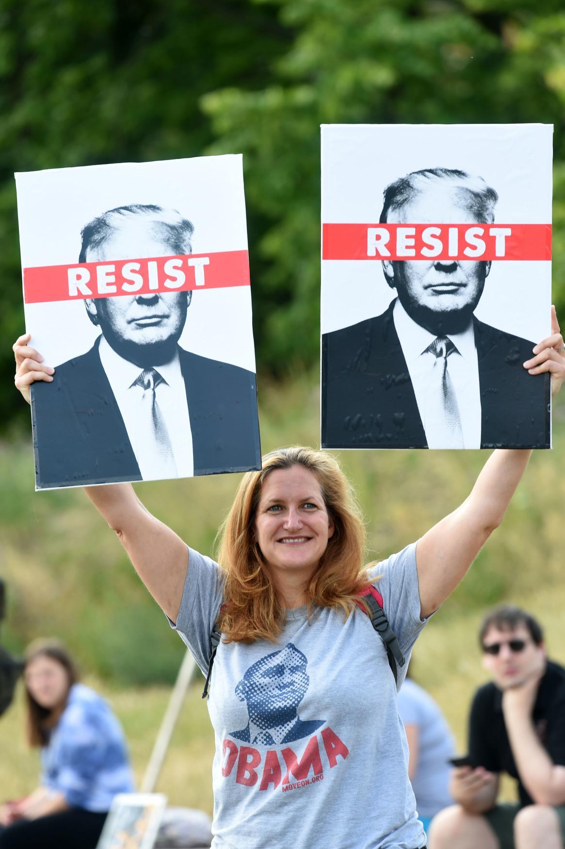 Ve Skotsku lidé demonstrují proti Trumpovi