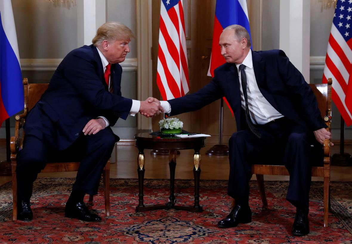 Trump a Putin na summitu ve Finsku