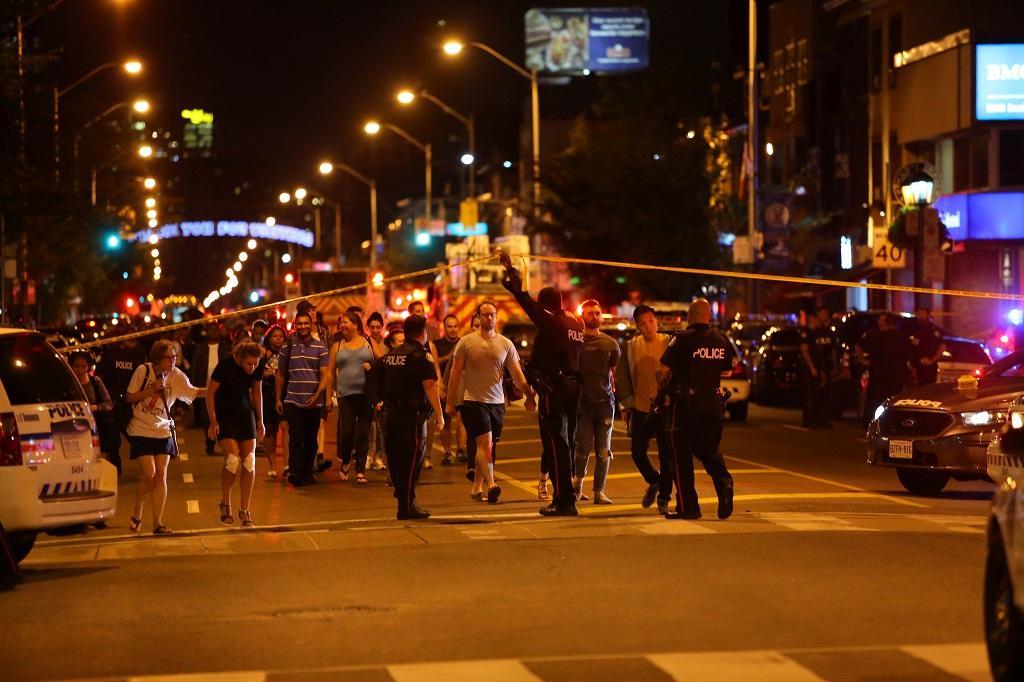 Při střelbě se zranilo devět lidí.