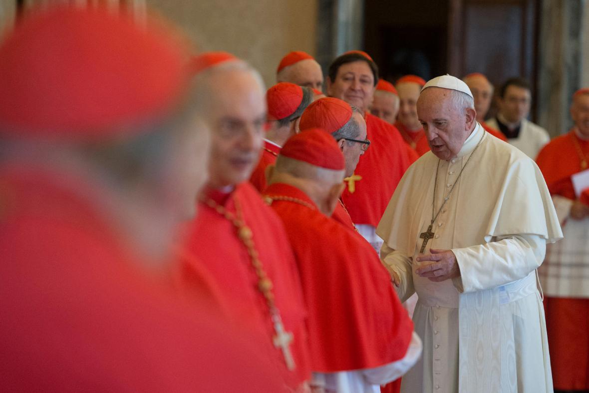 Papež František s kardinály