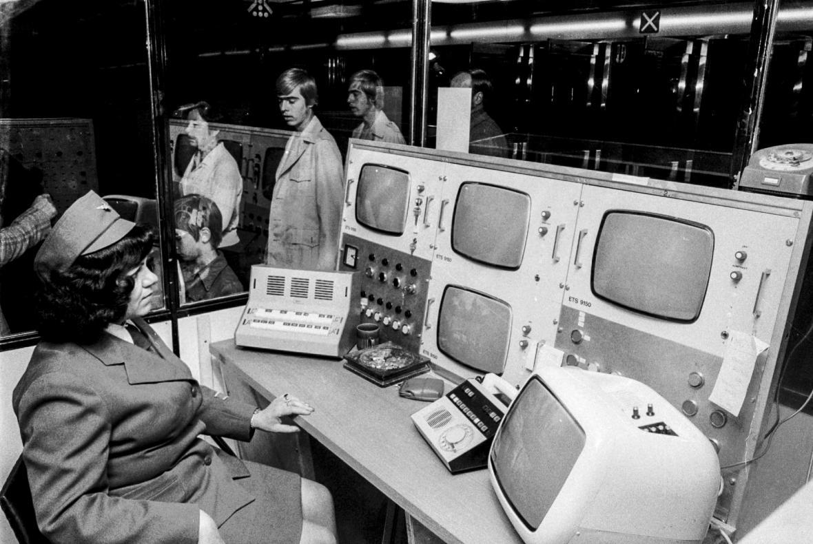 Výstavba a otevření prvního úseku metra A v Praze