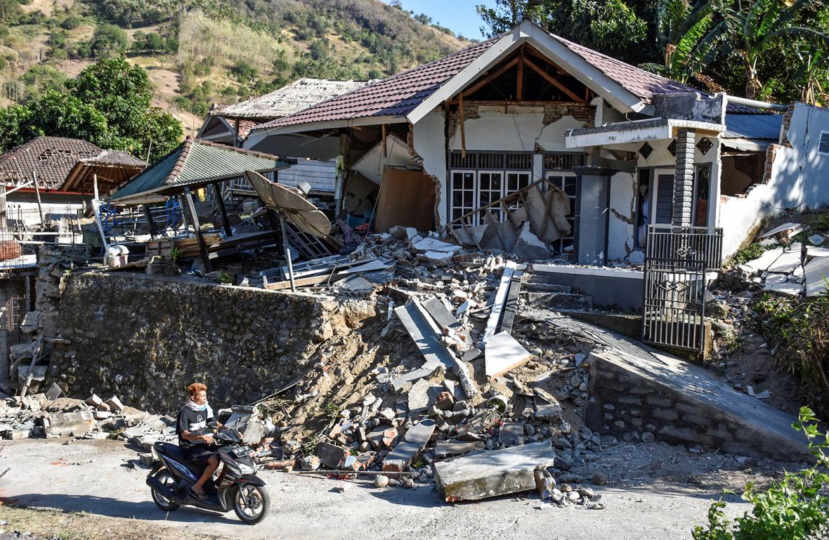 Následky zemětřesení na ostrově Lombok