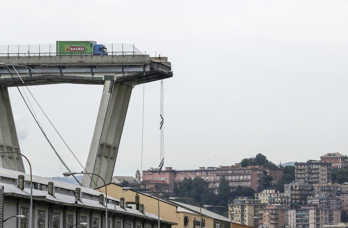 Zřícení mostu v Janově