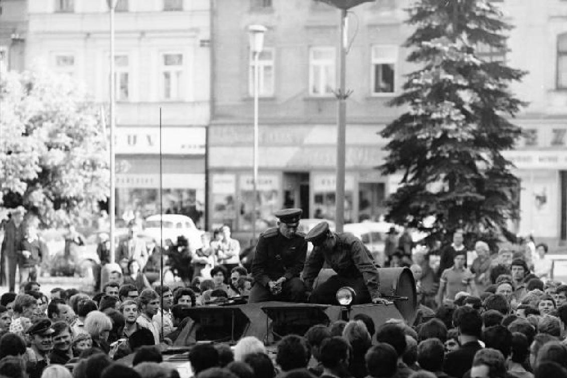 21. srpen 1968 ve Valašském meziříčí na snímcích Jiřího Fojtíka