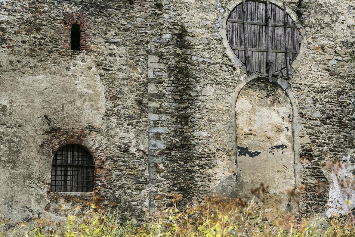 Zaniklá obec a kostel v Pivoni