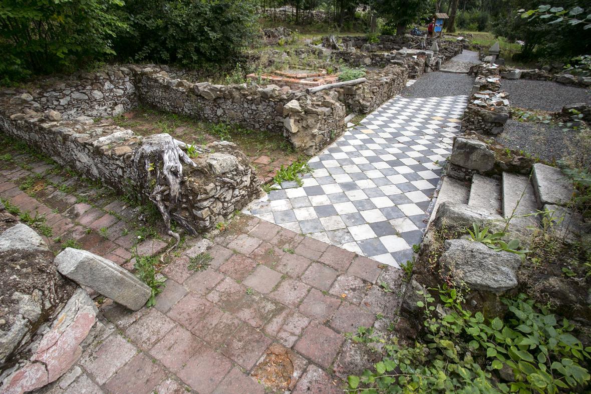 Zaniklá obec a kostel v Lučině