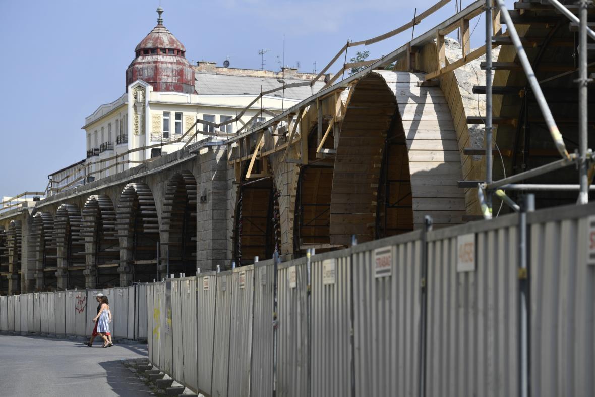 Kontrolní den na Negrelliho viaduktu