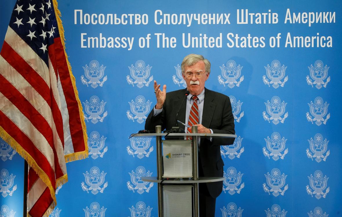 Poradce amerického prezidenta John Bolton při projevu v Kyjevě