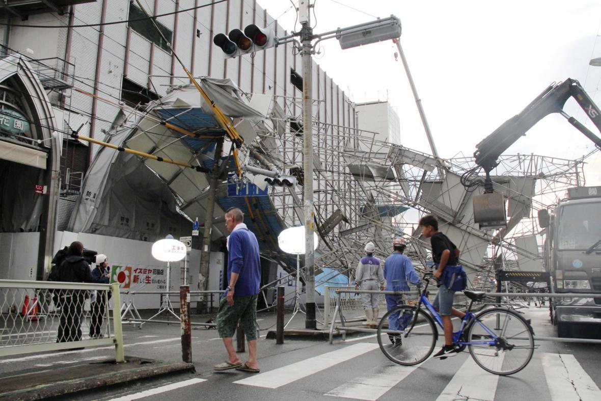 Vysoké vlny na japonském pobřeží u přístavu Aki v prefektuře Kochi. Tajfun Jebi se přibližuje k východním břehům Japonska